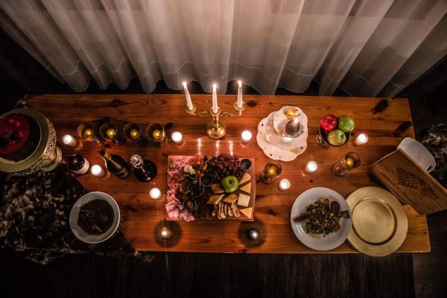 Um banquete com comida típica de GOT