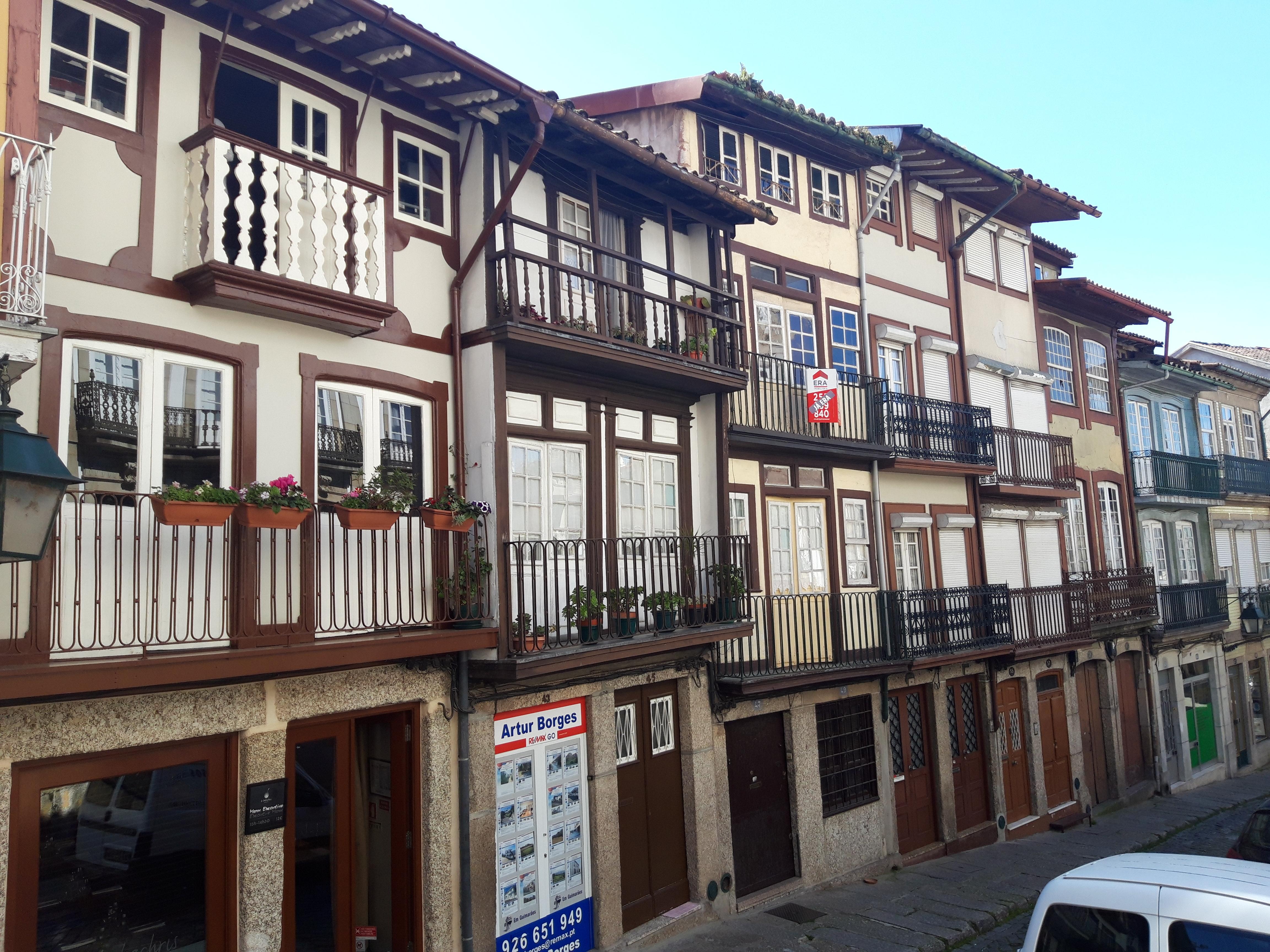 Edifícios no centro histórico de Guimarães.     / Elisabete Soares