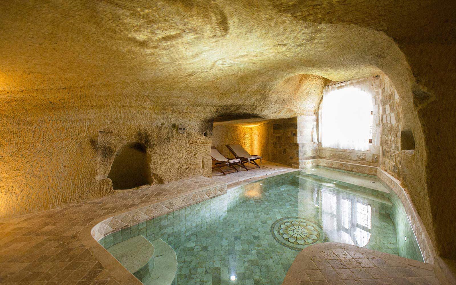 Uma piscina interior
