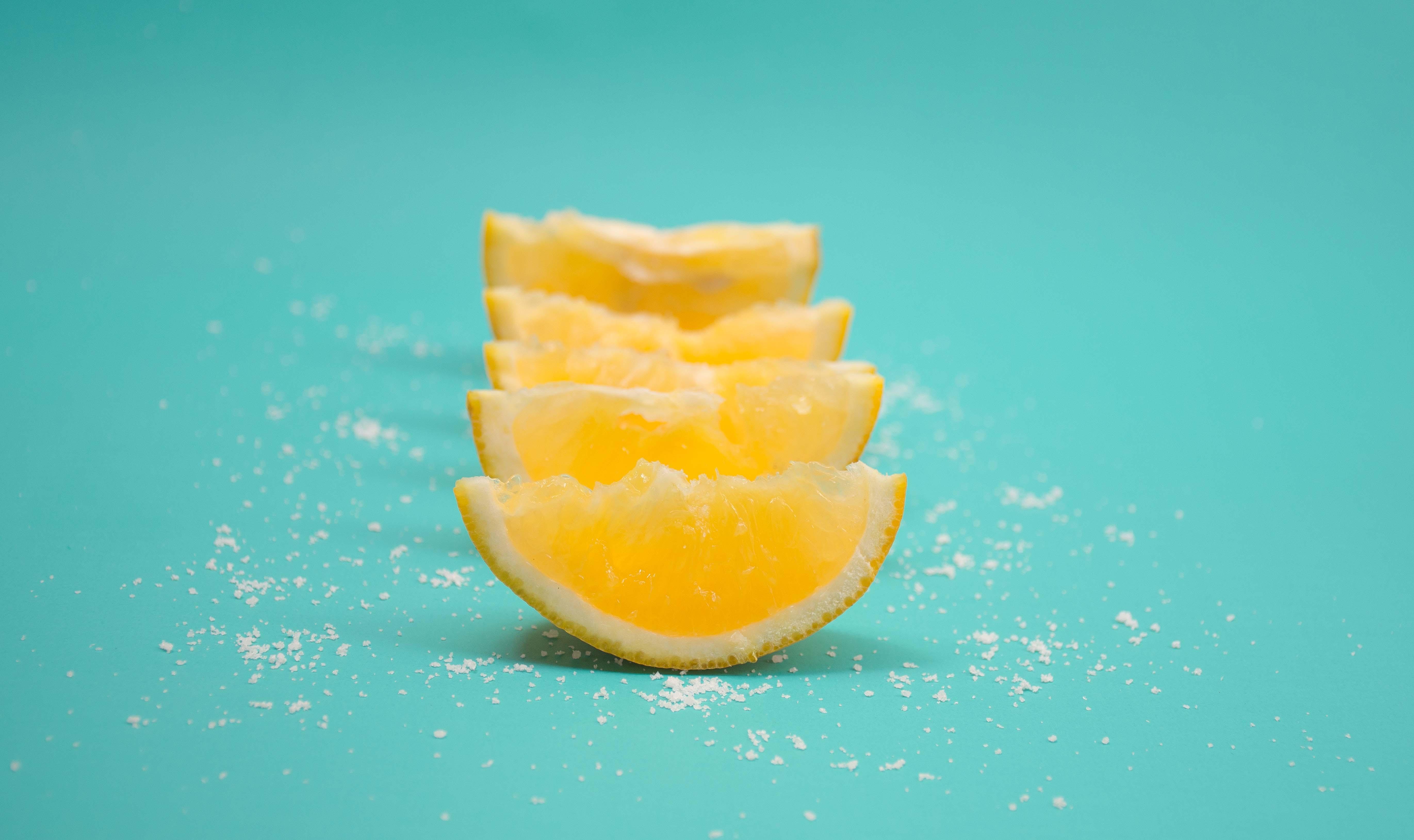 Limão e sal para desinfetar
