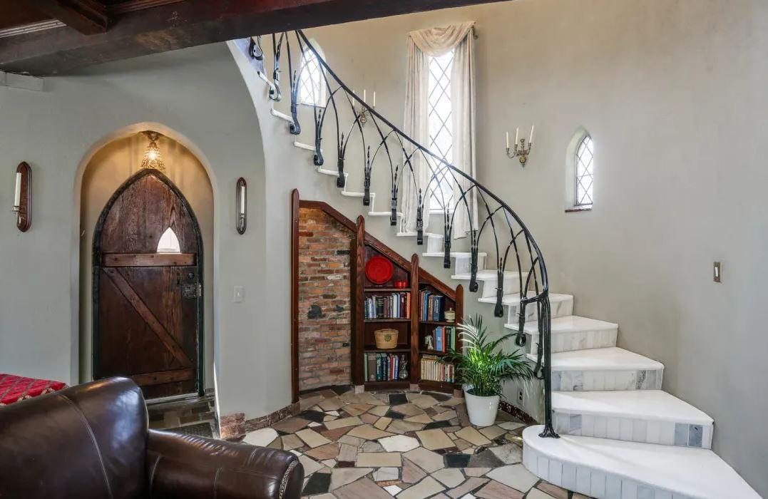 Uma longa escadaria