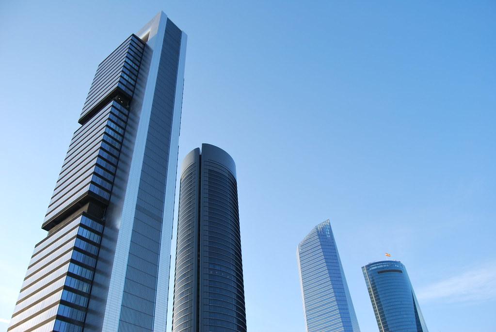 Torre Cepsa (à esquerda) - Madrid