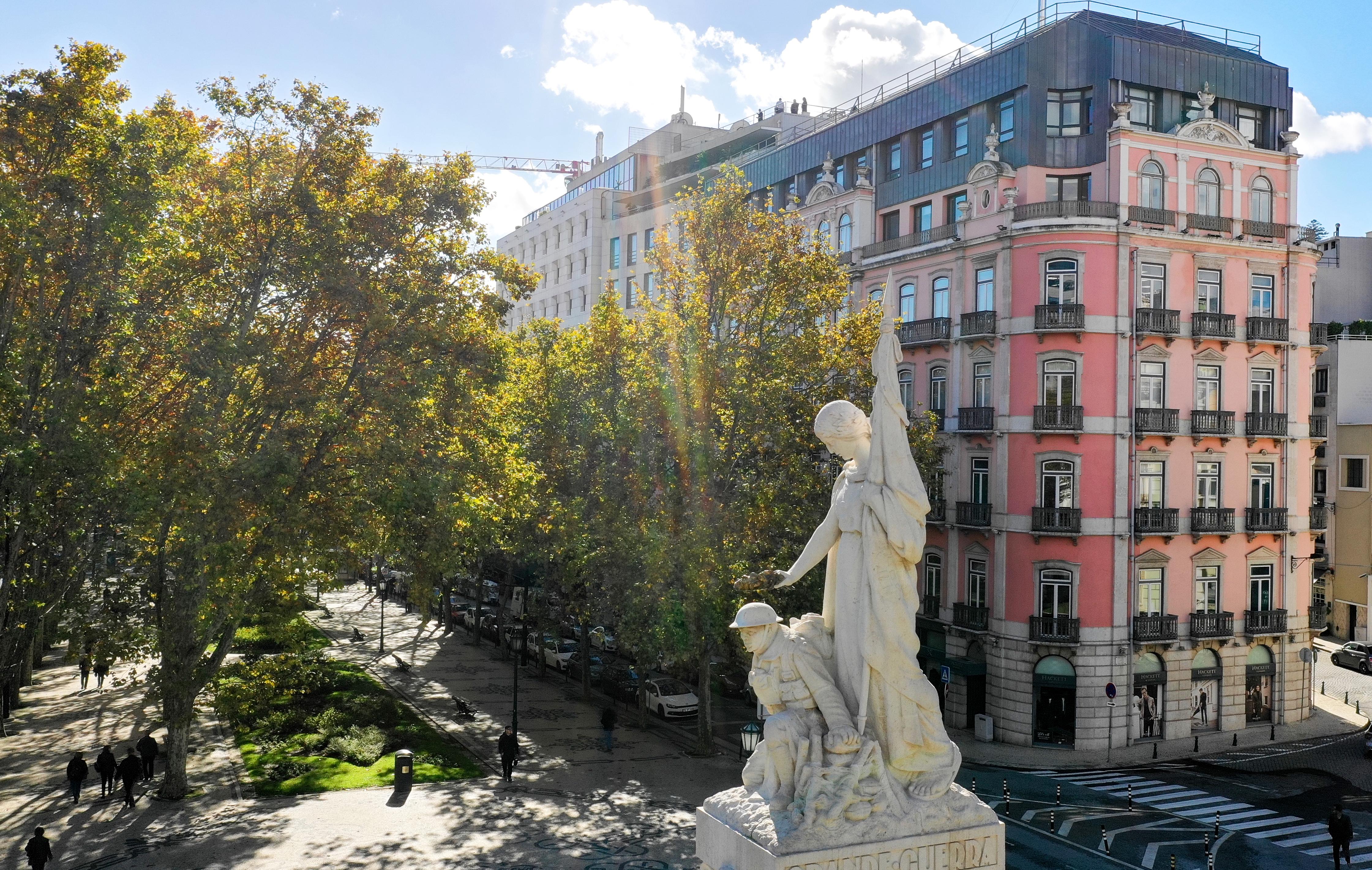 A fachada do edifício. o número 131 da Avenida da Liberdade / Bacardi-Martini Portugal