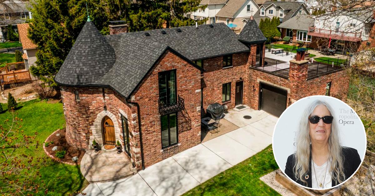 A casa fica em St. Clair Shores