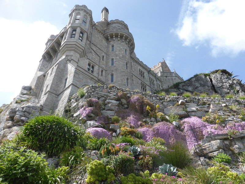 O castelo medieval está repleto de espaços verdes