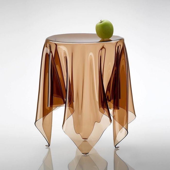 A mesa da ilusão...