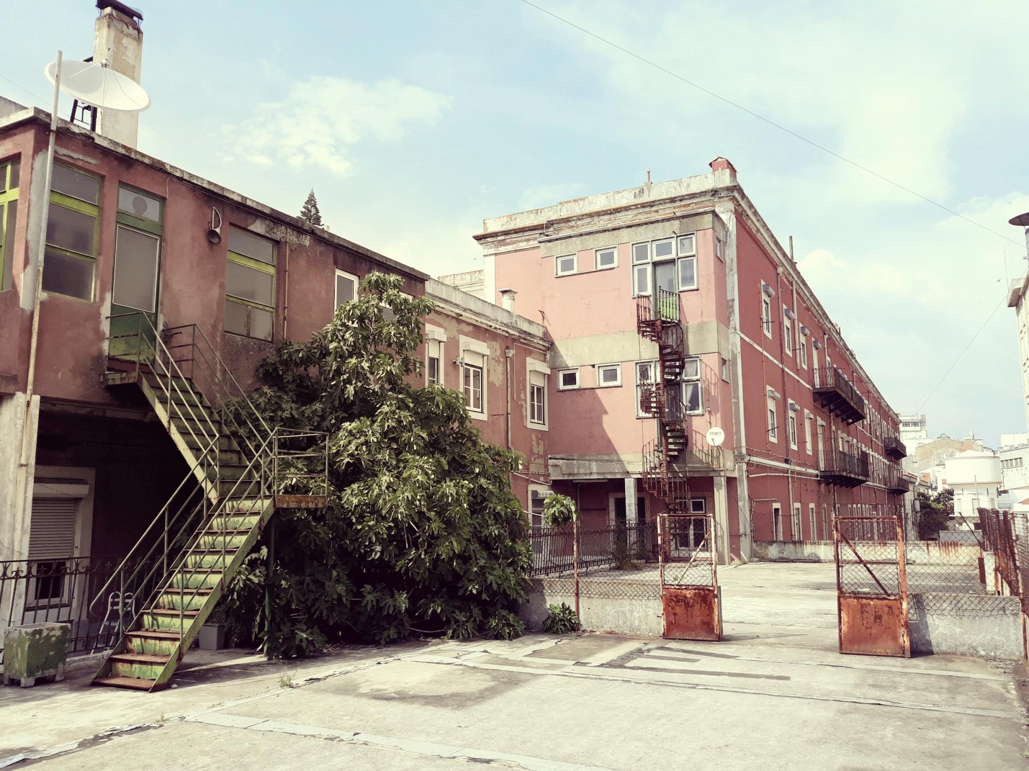 O espaço onde o projeto de habitação partilhada deverá nascer / Hub Criativo do Beato
