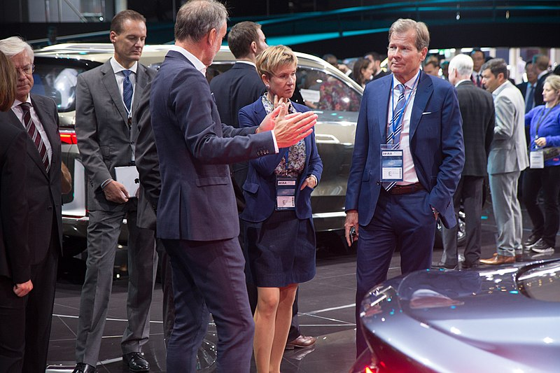 Ao centro da foto Susanne Klatten, herdeira da BMW / Wikimedia commons