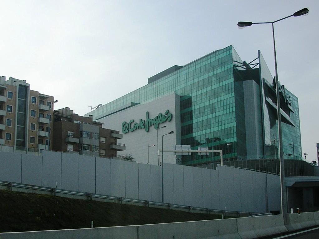 Loja em Gaia abriu, em 2006, depois de divergências com autarquia do Porto sobre localização no Centro da Invicta. / Wikipédia
