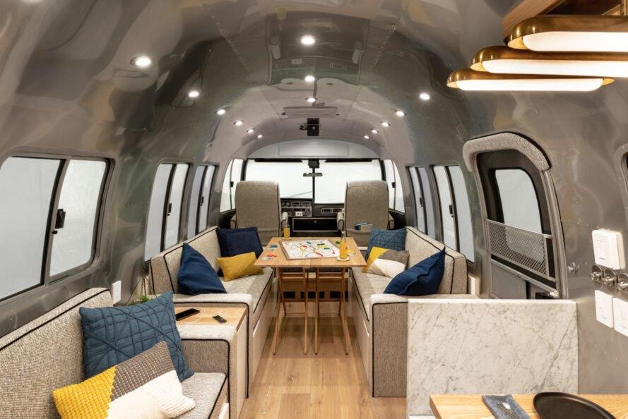 Uma caravana convertida numa casa para seis