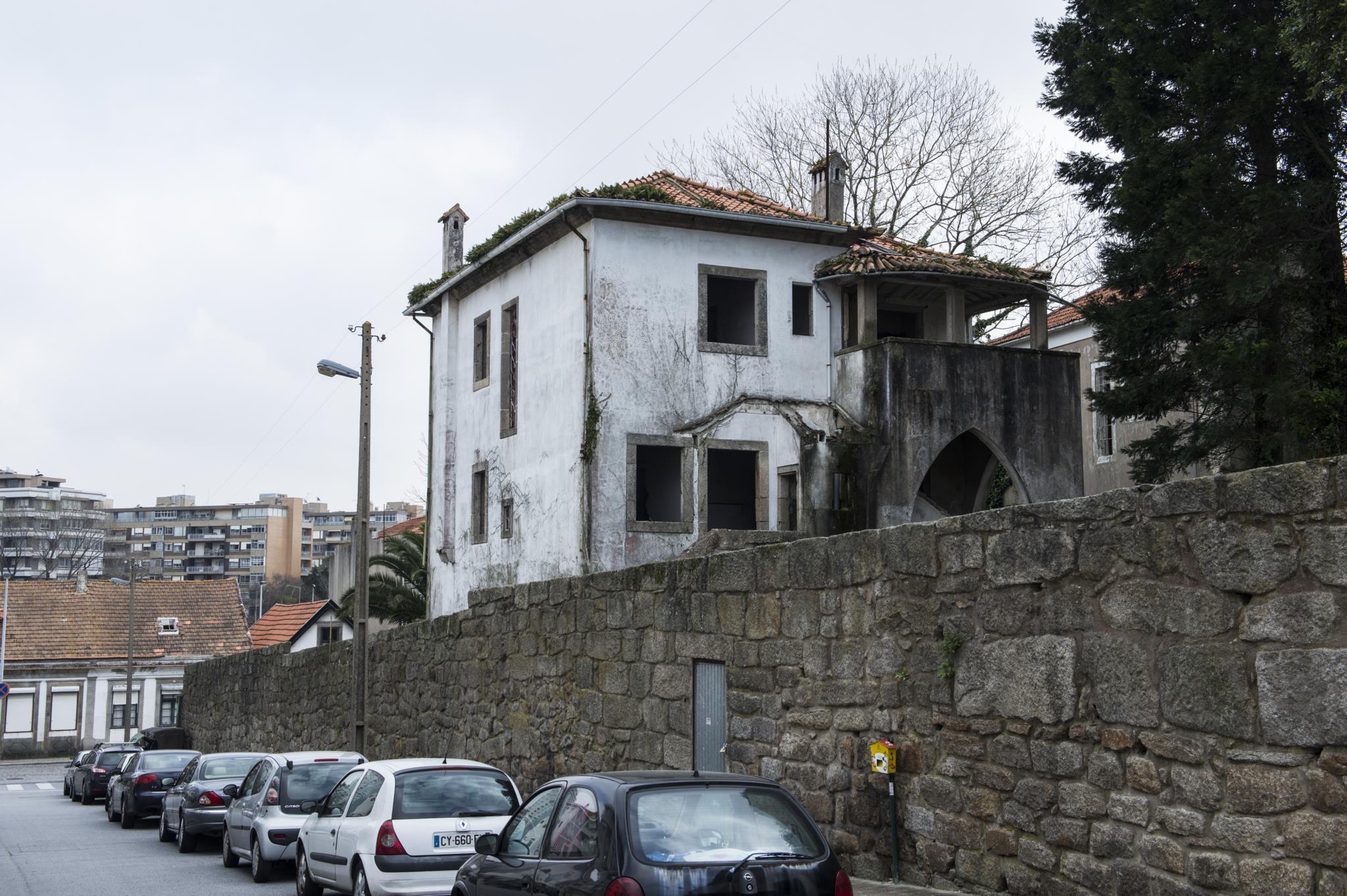 Moradia é um símbolo da arquitetura portuguesa do século XX.  / @Público
