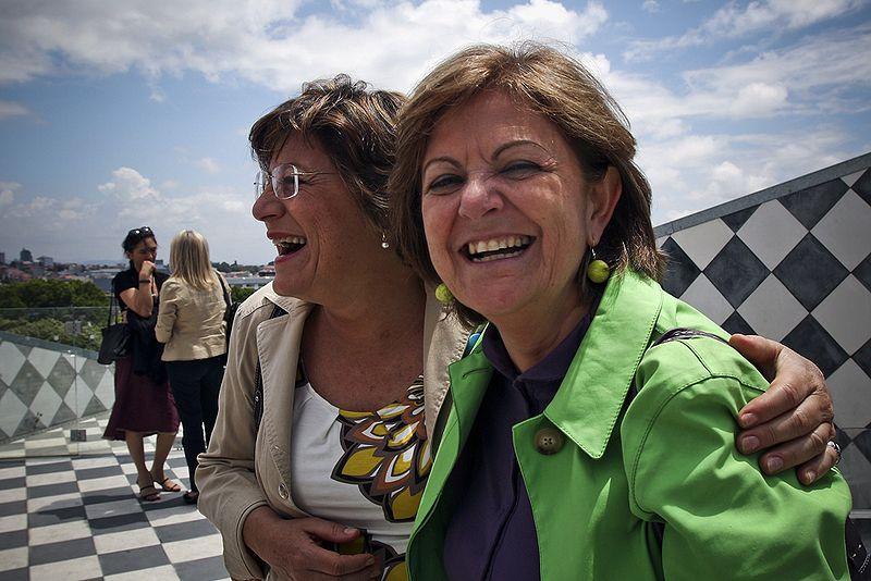 Elisa Ferreira (à direita) com ex-eurodeputada Ana Gomes  / Wikimedia commons