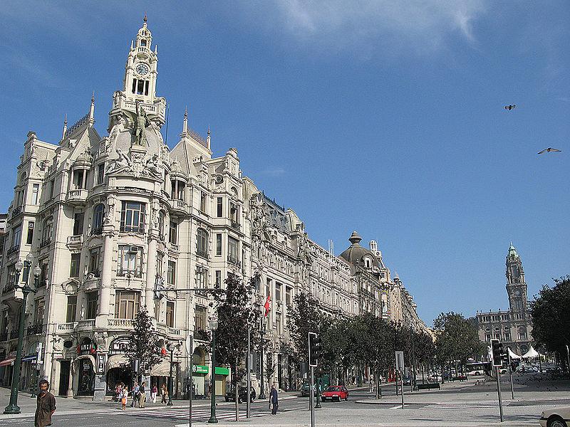 Imóveis encontram-se na Avenida dos Aliados / Wikimedia commons