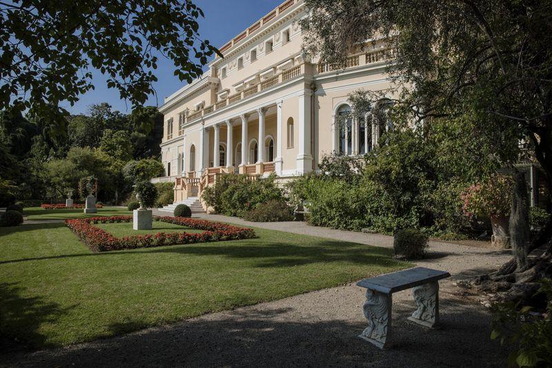 A mansão tem um jardim botânico com 14 hectares