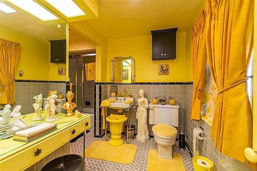 Casa de banho amarela