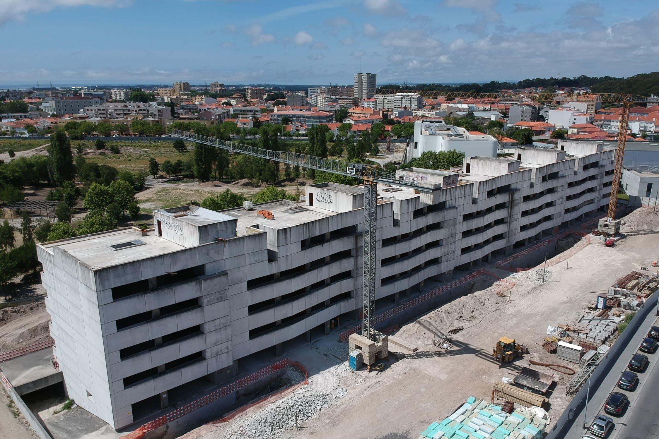 Edifício Delfim Pereira da Costa está a ser construído / Telhabel