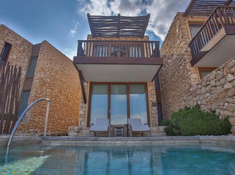 Uma piscina privada