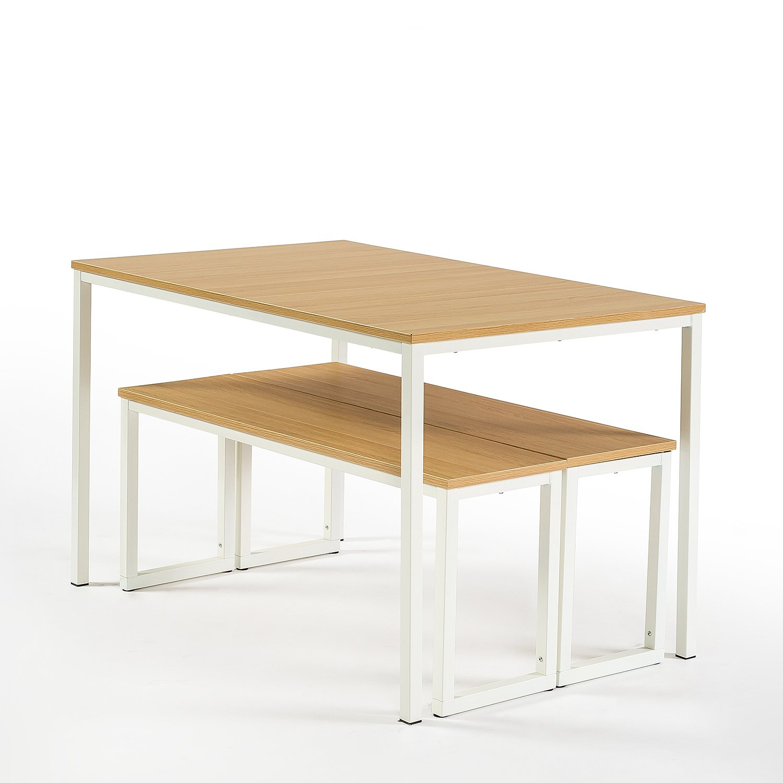 A mesa e os bancos por baixo