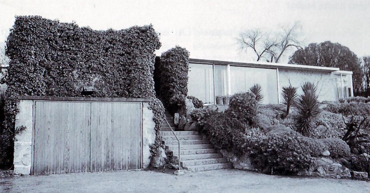 A casa escondida, entre a folhagem / Fundación Miguel Fisac