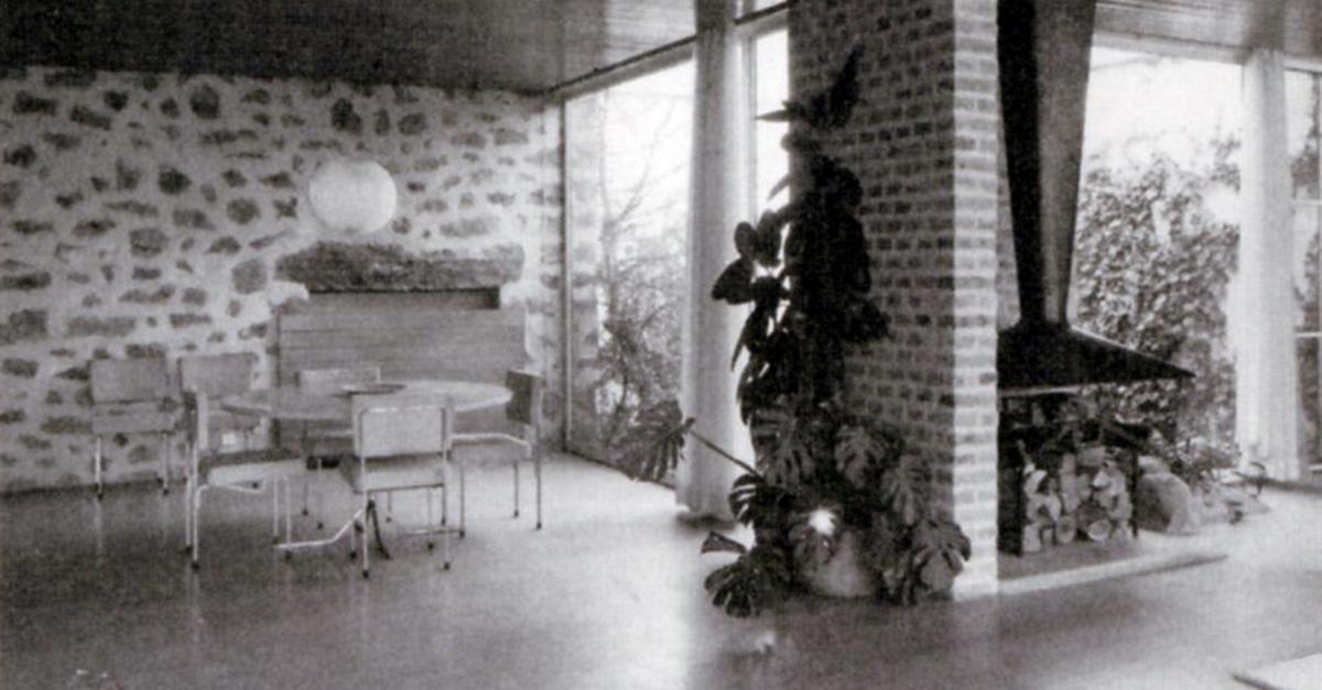 Sala de estar e chaminé / Fundación Miguel Fisac