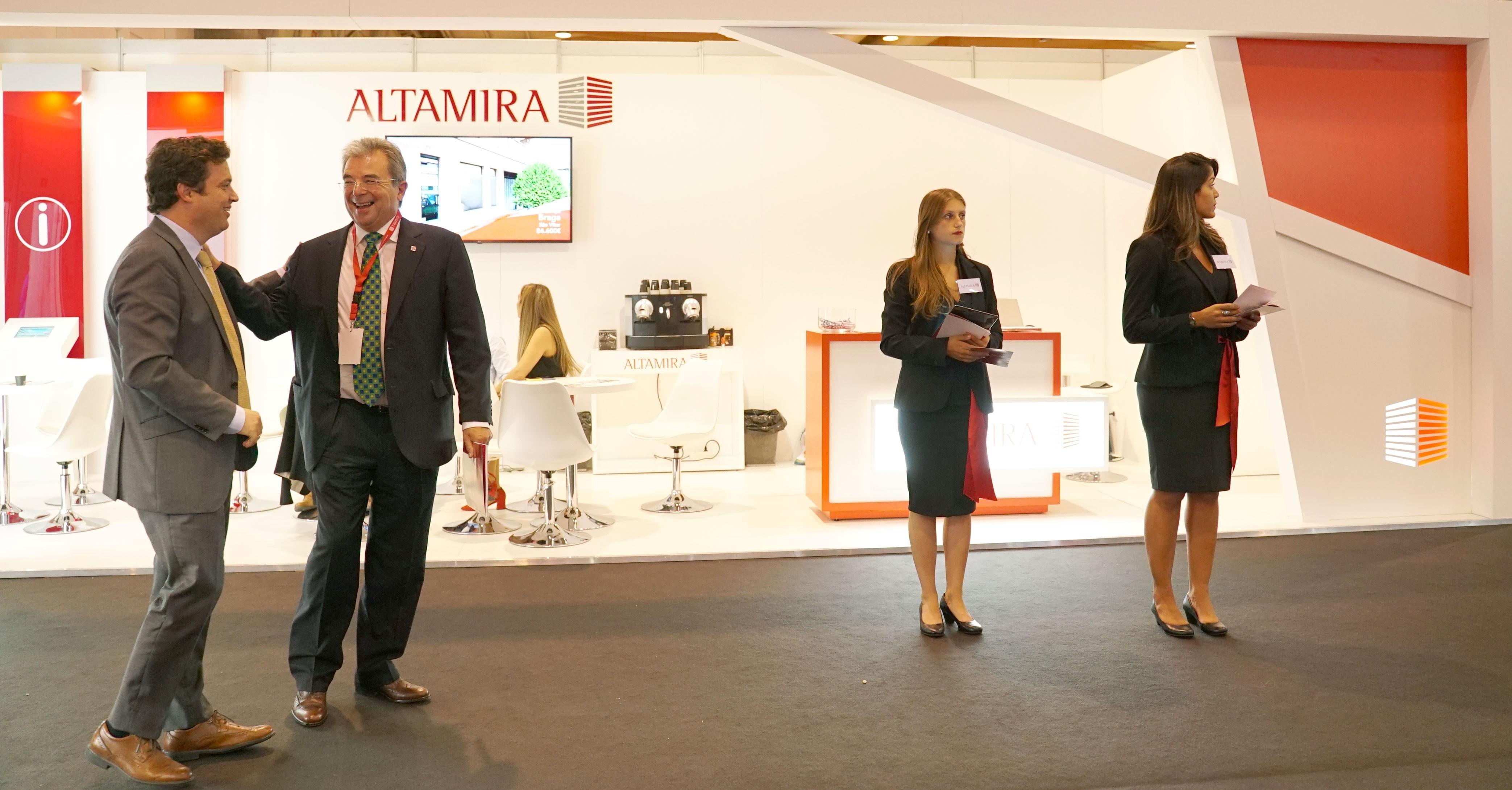 Eduardo Cerqueira (à esq.), CEO da Altamira em Portugal, durante o SIL 2019
