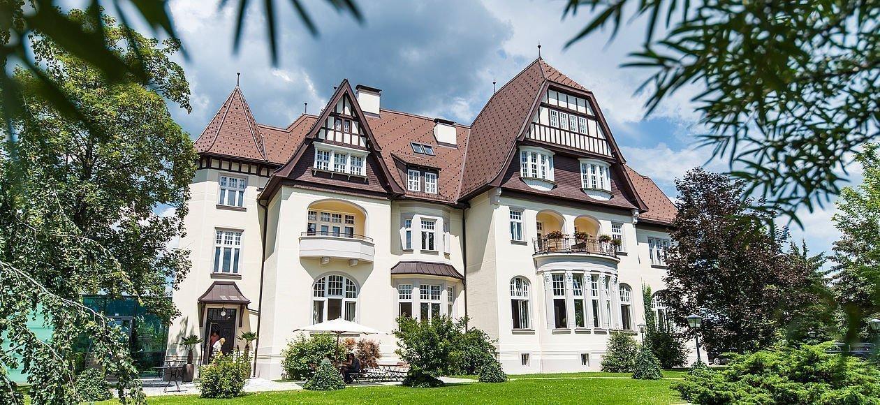 O Hotel Steirerschlossl, que antes era uma mansão Art Nouveau de 1908 / https://www.hotel-steirerschloessl.at/en/