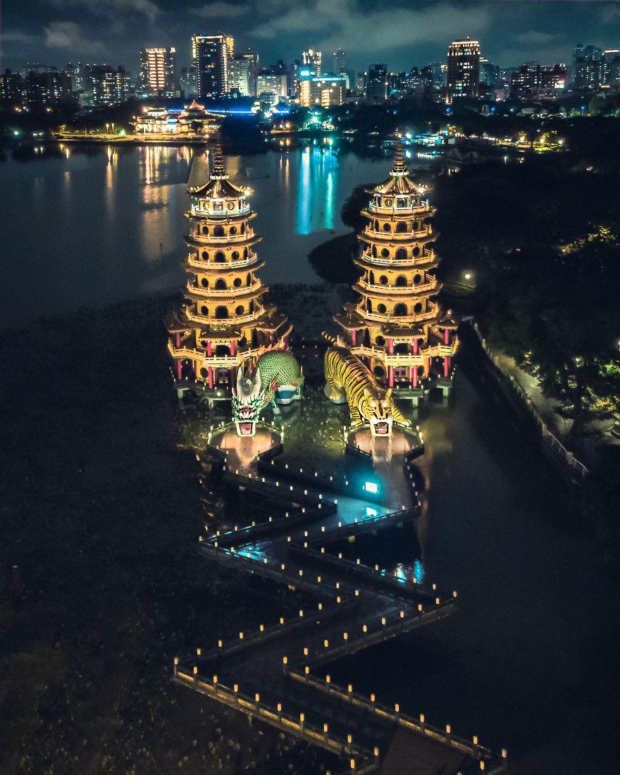 ragon And Tiger Pagodas, Taiwan