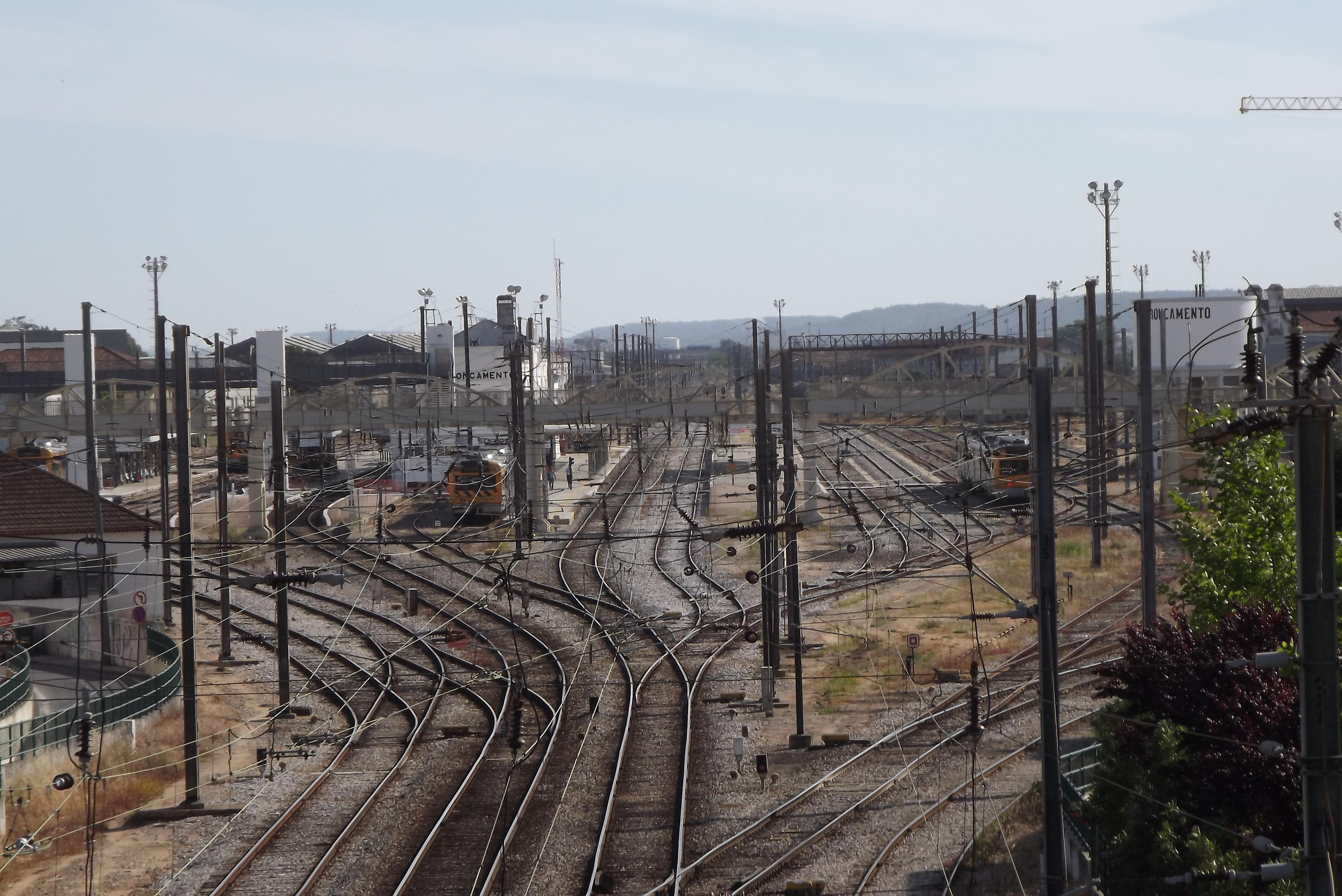 A Infraestruturas de Portugal (IP) é a empresa pública responsável pelas redes rodoviária e ferroviária. / Wikipedia