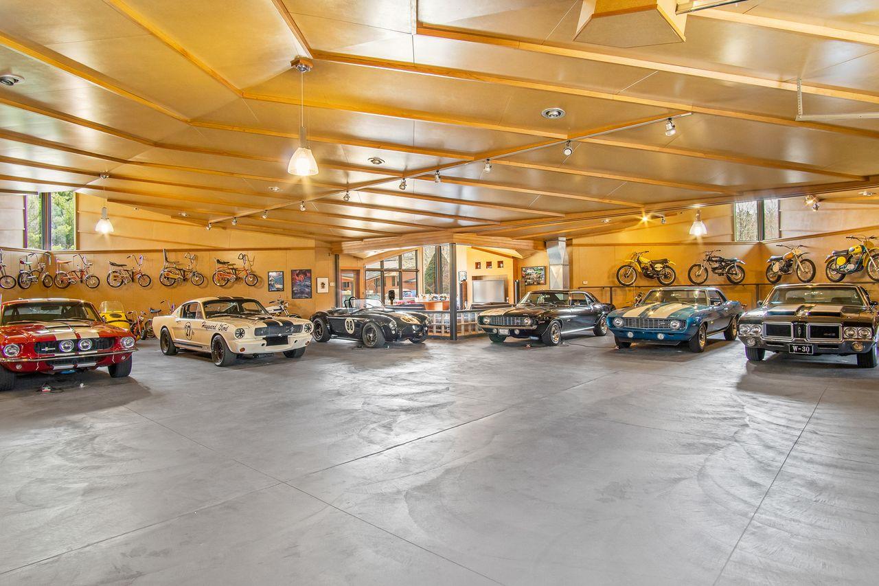 Mais de 1.000 m2 e capacidade para 30 carros