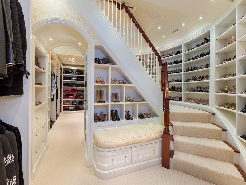 Fonte: Impossível resistir a um closet de luxo. 20/01/2014. aldeiatem.com
