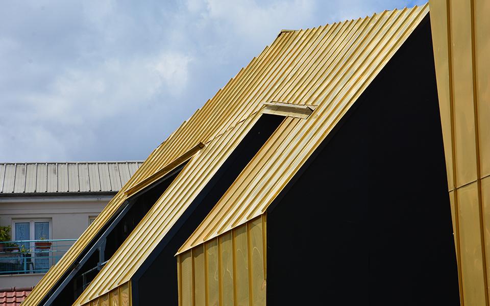 Dpurado e com painéis solares e fotovoltaicos
