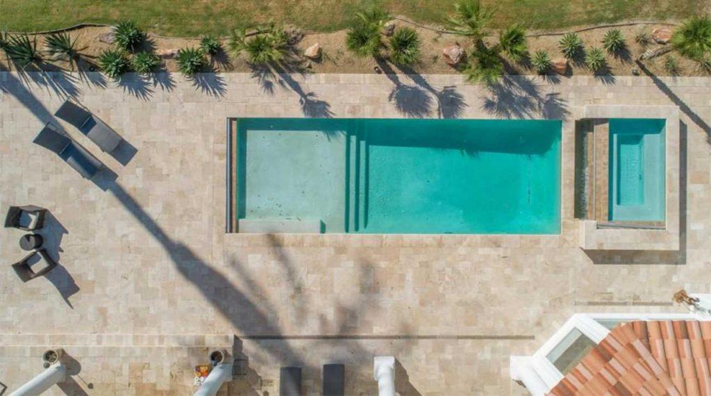 Vista aérea da piscina