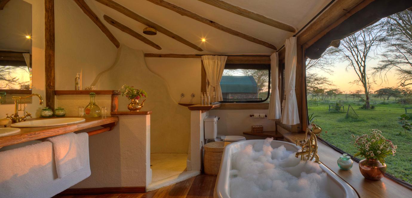 Uma casa de banho com vista