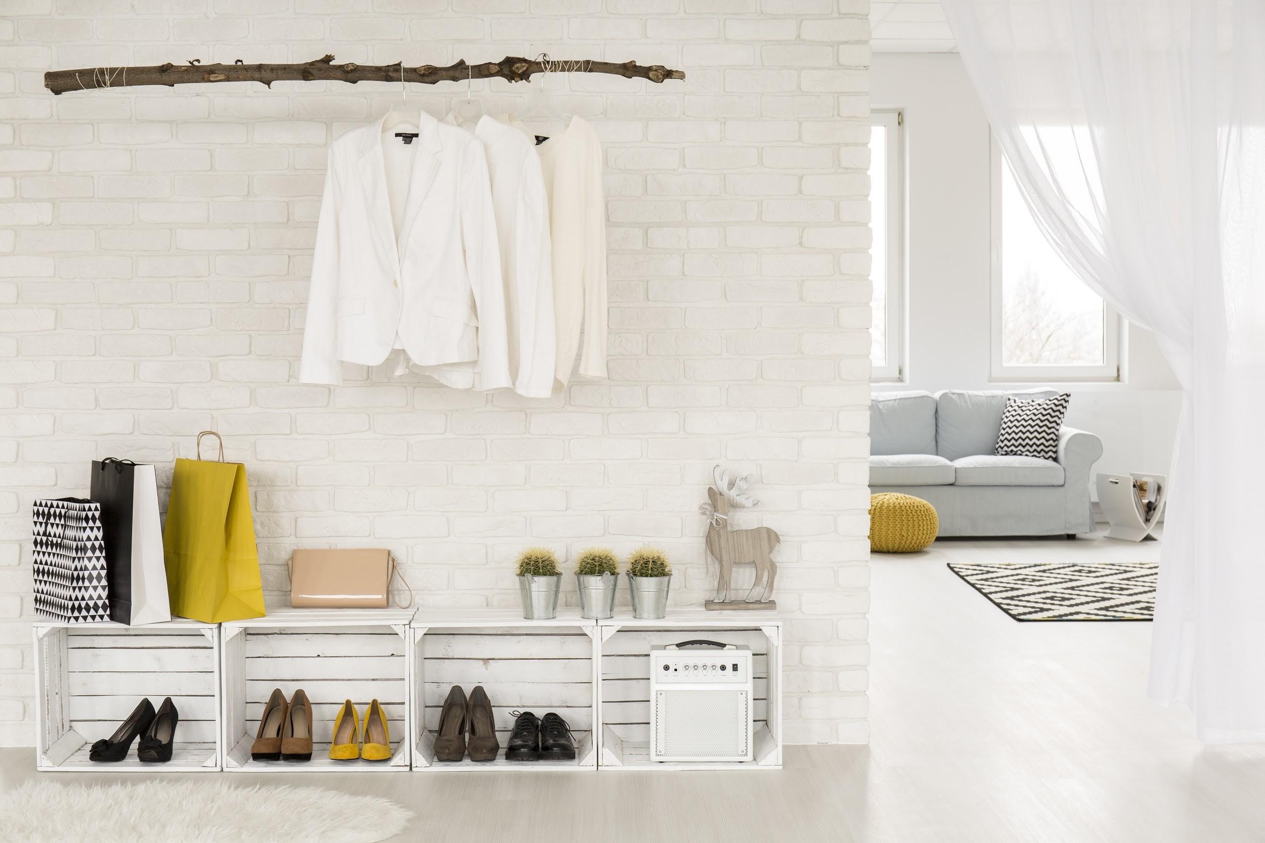 Não deixes roupas espalhadas pela casa