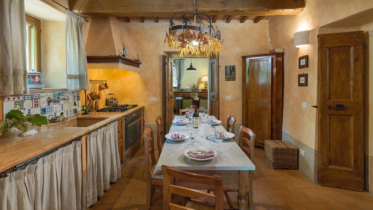 Cozinha tradicional em estilo rústico