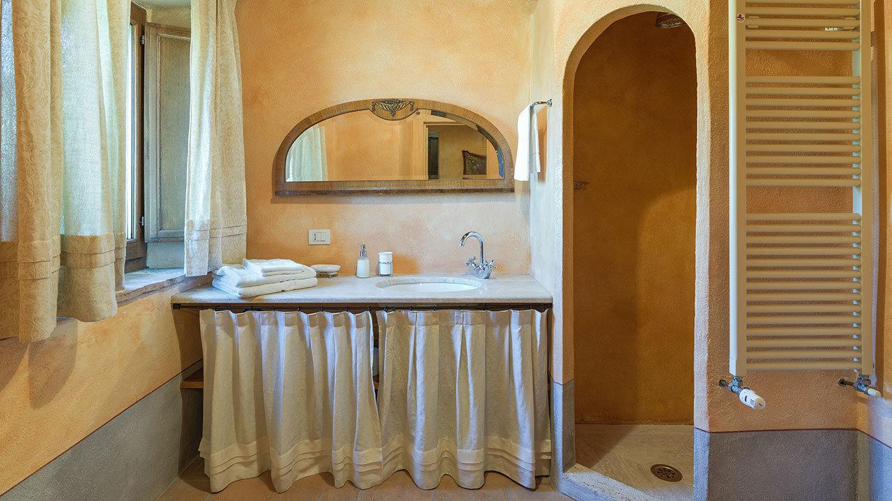 Cinco casas de banho completas