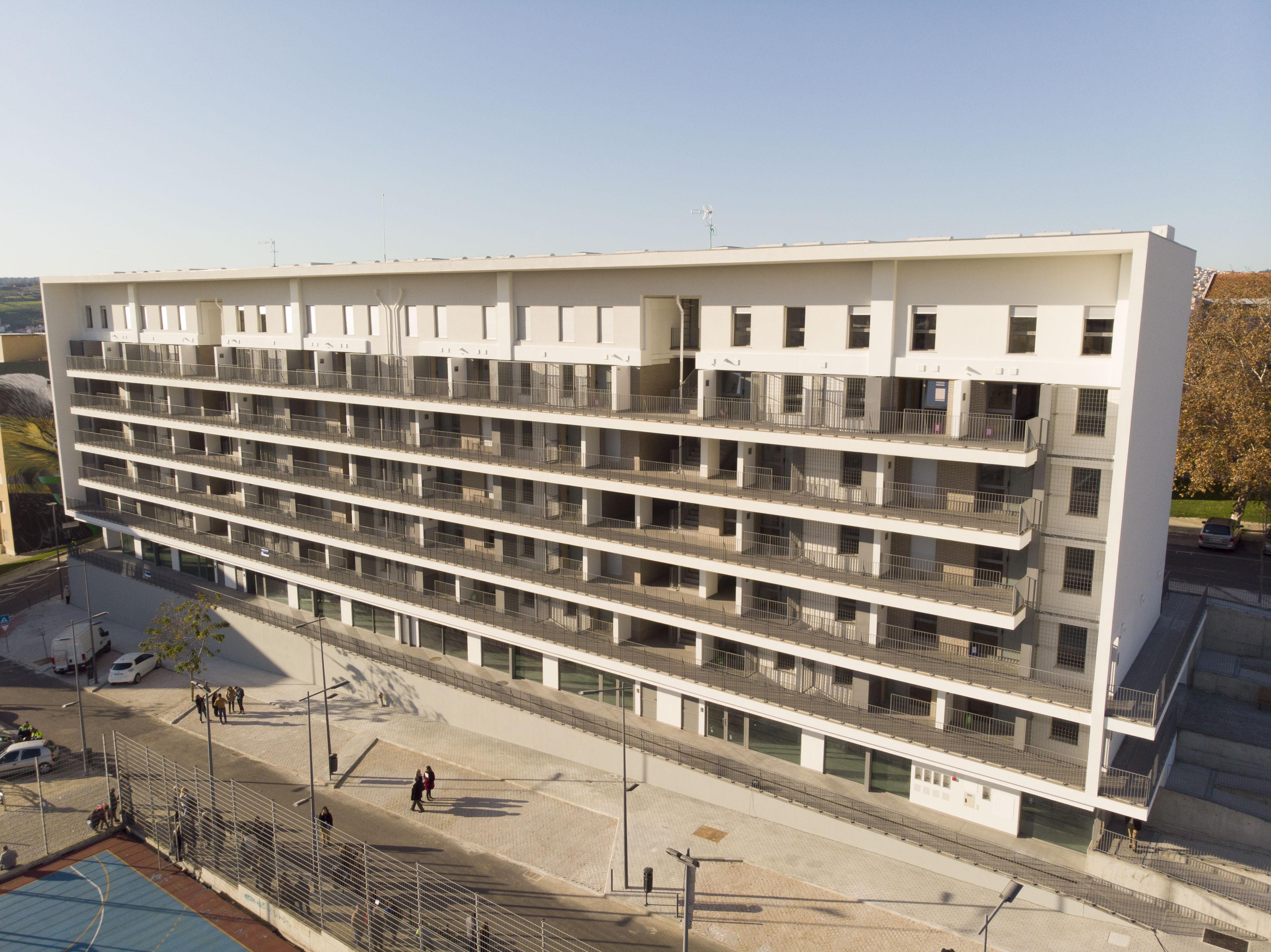 Câmara de Lisboa entregou 48 casas a moradores do bairro Padre Cruz