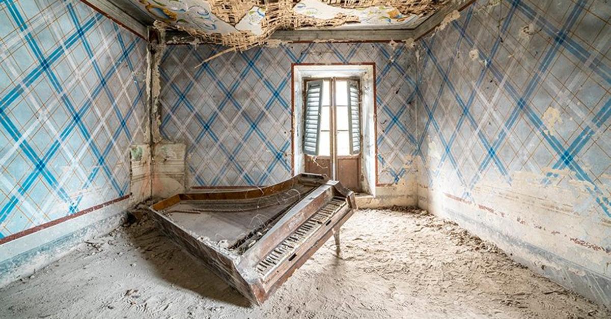 Uma série de fotos focada nos pianos antigos