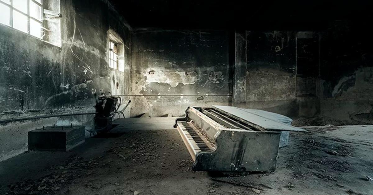 O artista francês foca-se em casas abandonadas