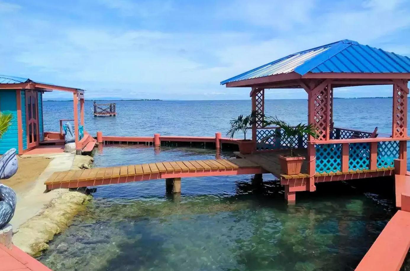 Localizada na Ilha dos Pássaros, em Placencia