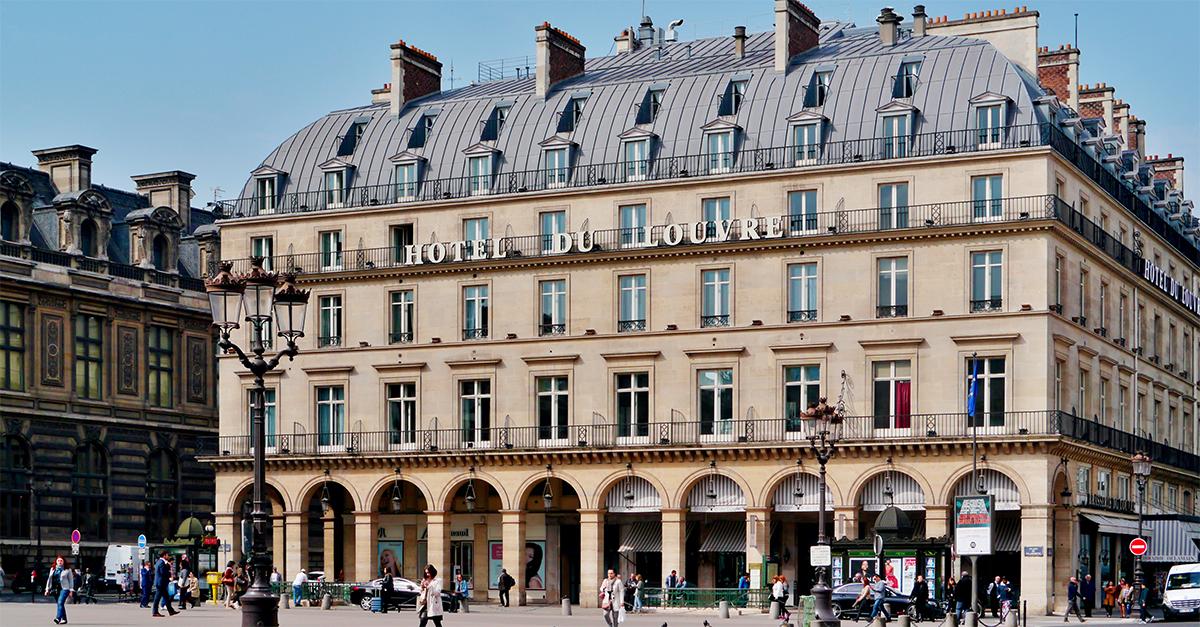 Fachada do Hotel du Louvre / Wikimedia|Credits: Zairon [CC BY-SA]