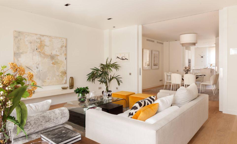 Sala de estar com  as tendências de decoração para este ano / Houzz