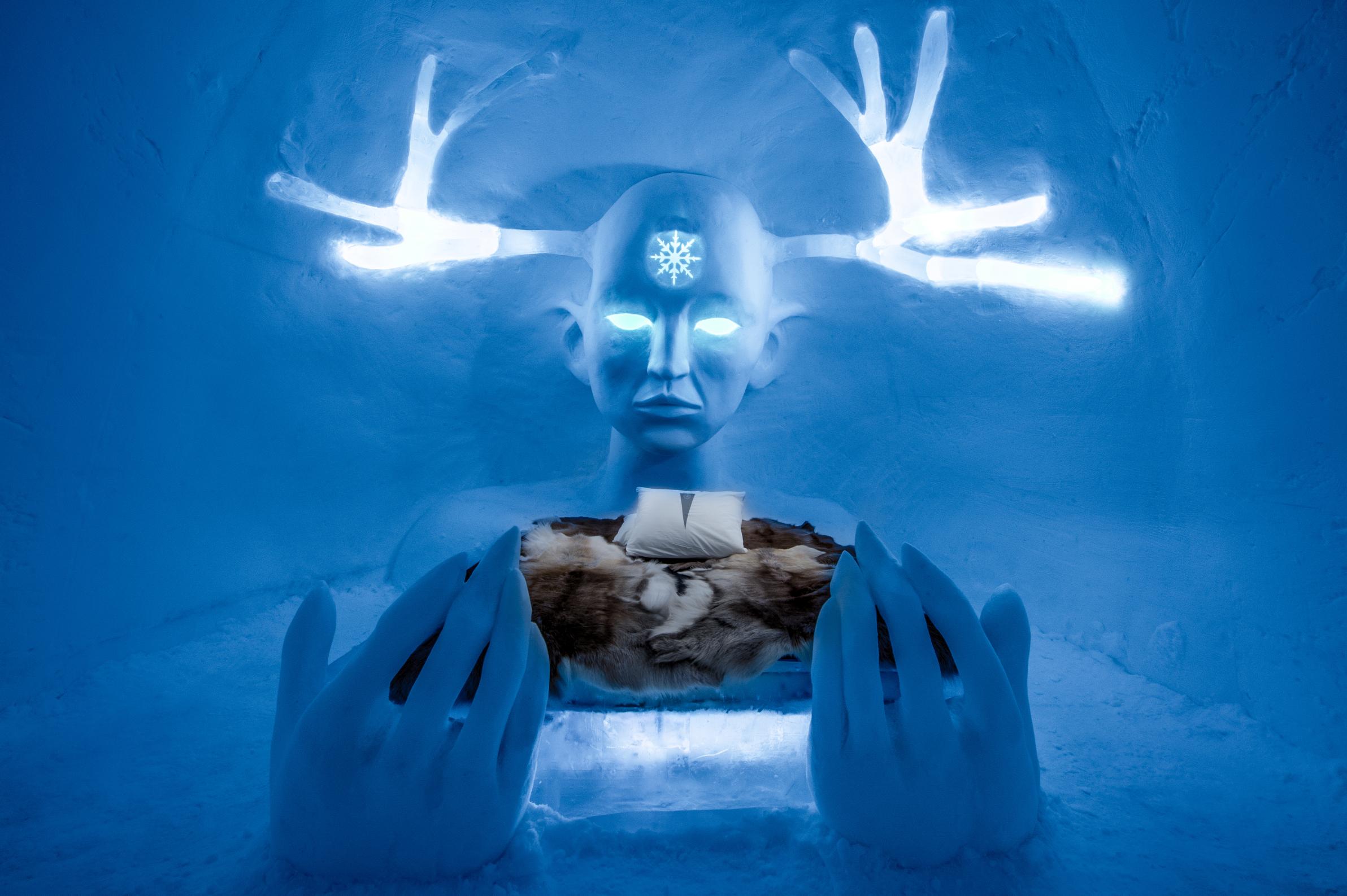 Conta com obras de arte de gelo