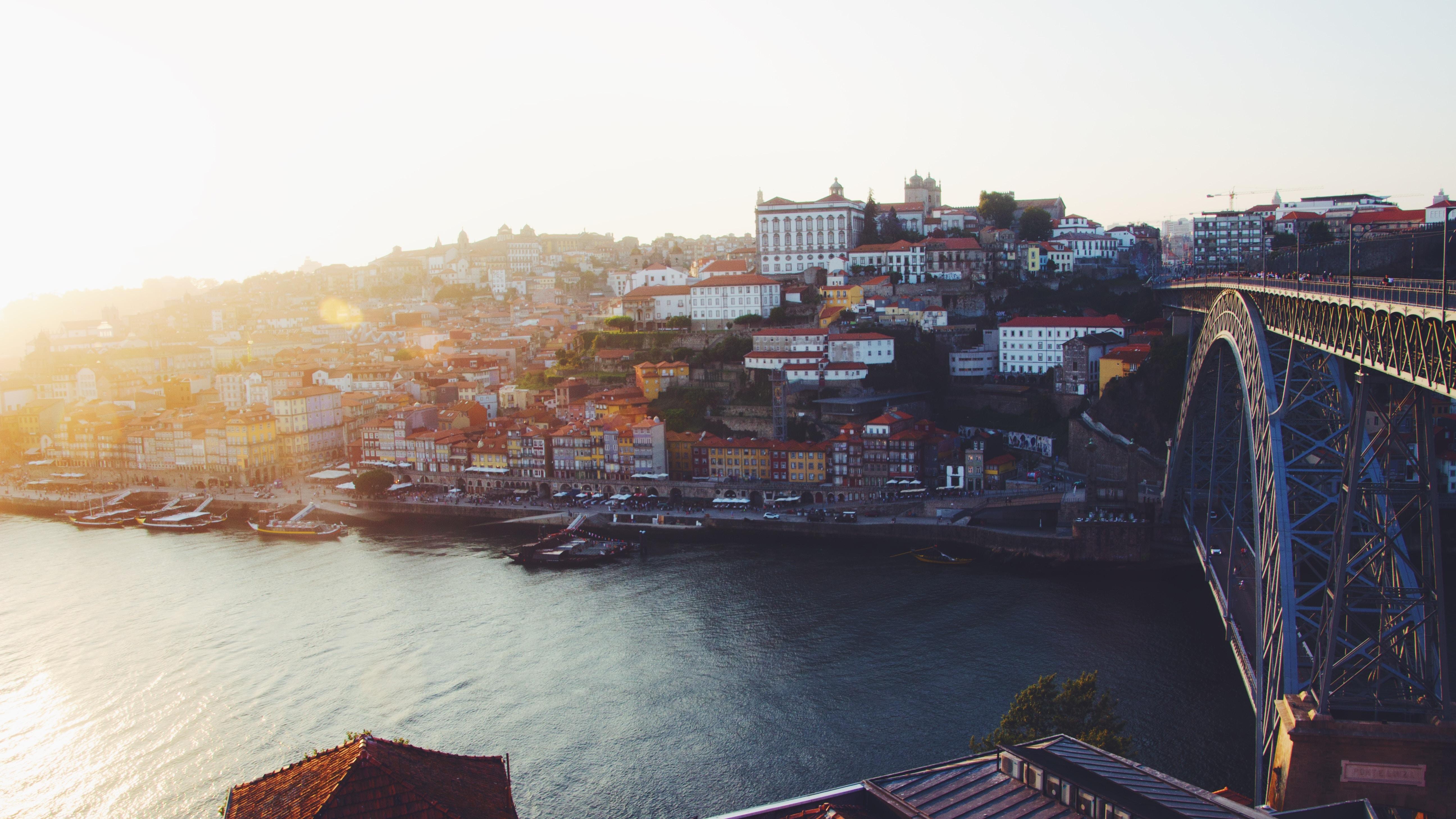 A empresa de mediação teve lojas em todos os concelhos do Grande Porto.  / Photo by Nienke Broeksema on Unsplash