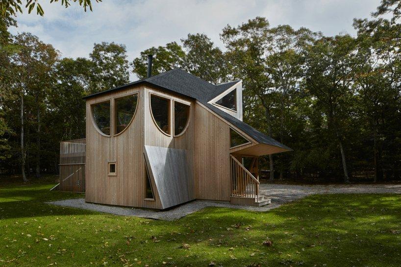 Uma casa de madeira