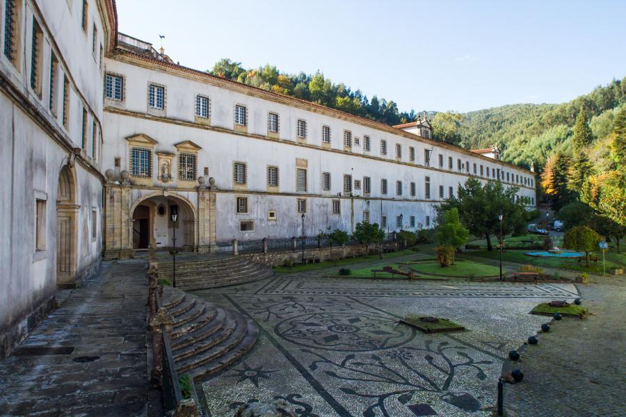 Mosteiro do Larvão / Revive