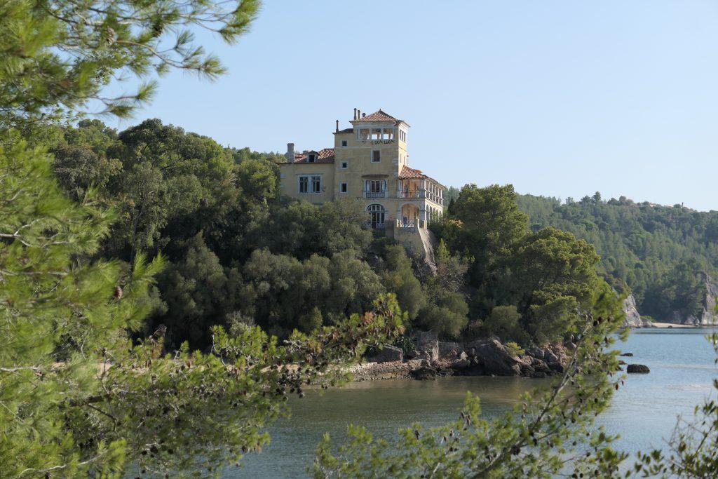 Palácio da Comenda, na Arrábida. / http://justgo.com.pt/2017/09/08/setubal/