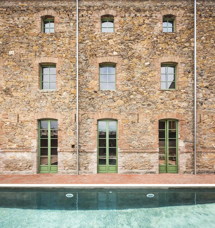 Uma casa com piscina
