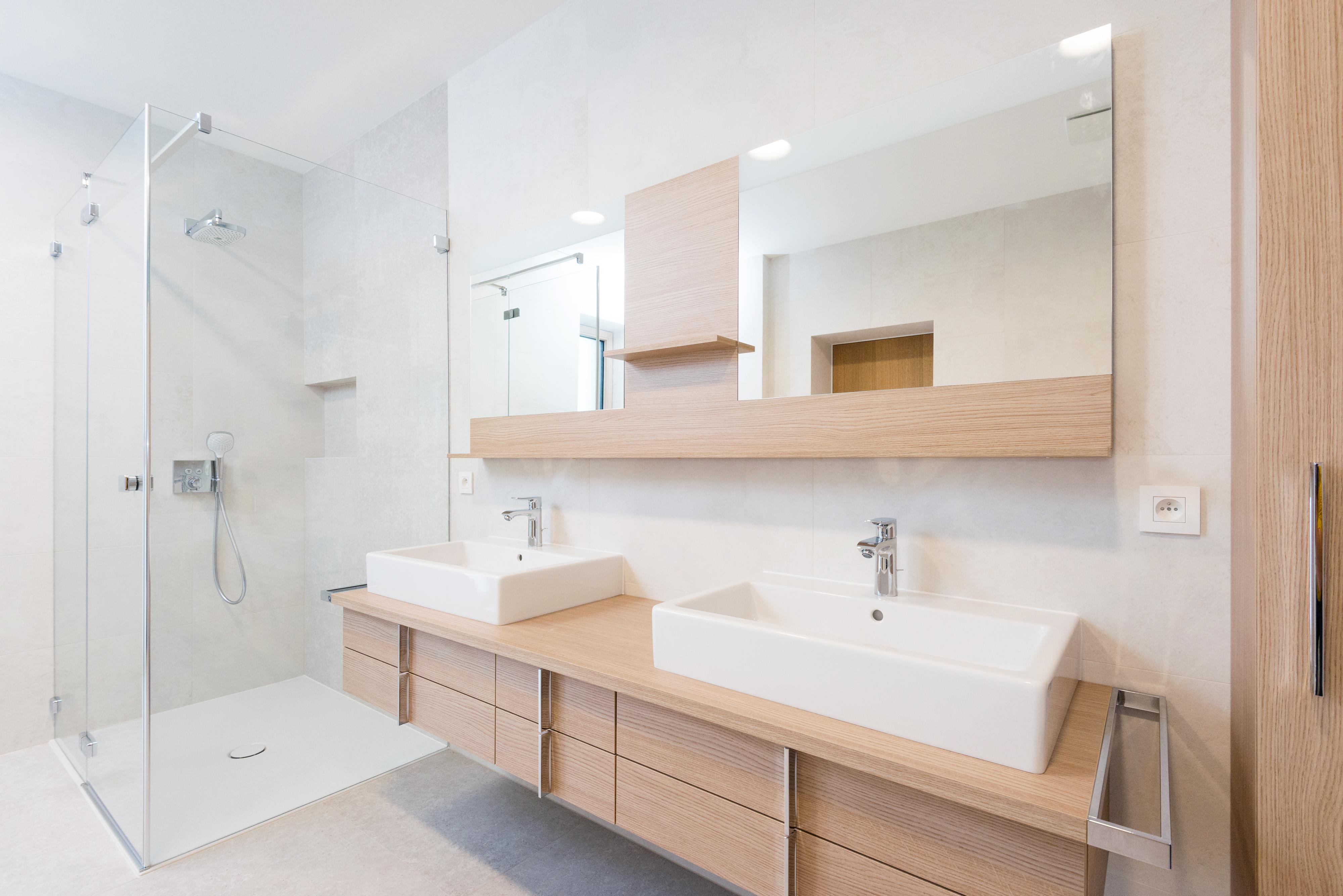 Limpar a casa de banho todos os dias