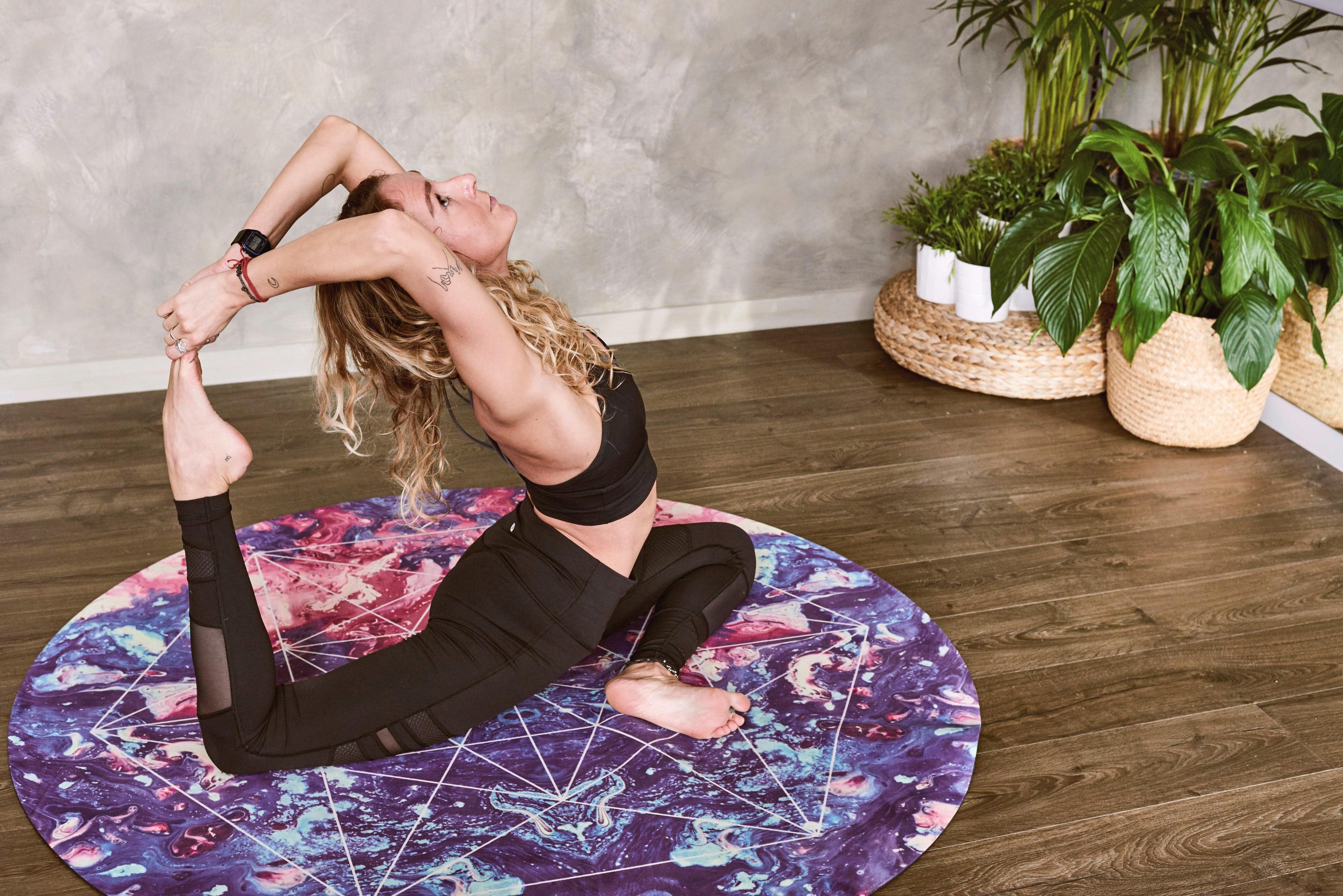 Yoga rima com plantas